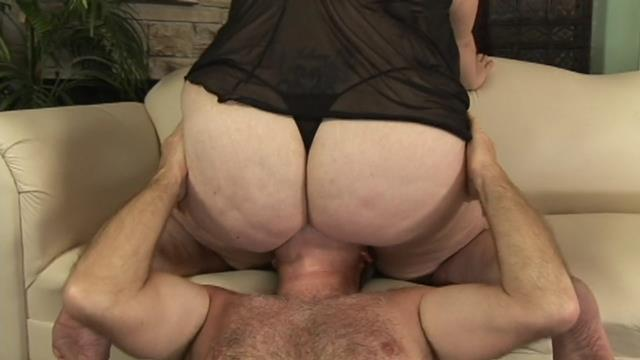 older guy loves big fat butts on his face